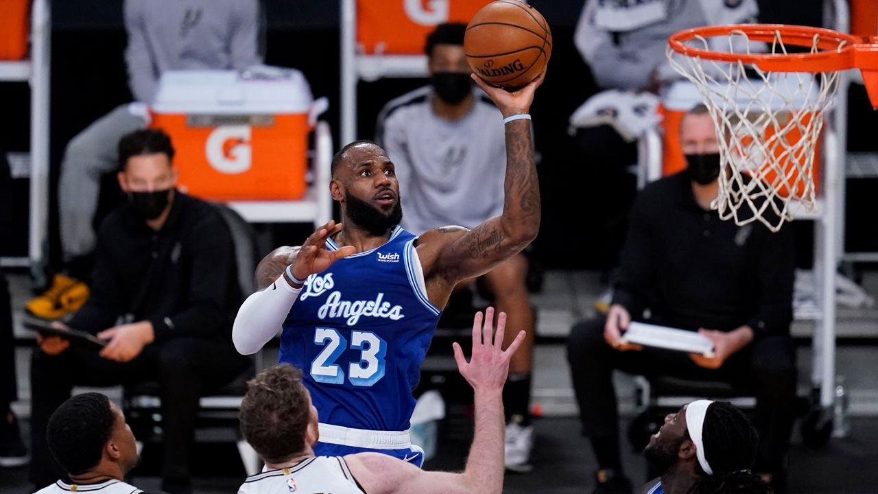 NBA Odds: Will the Lakers Finish Worse Than the Sixth Seed?