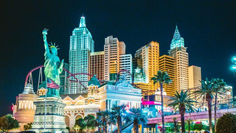 Las Vegas Casinos Need Employees as 100% Capacity Begins
